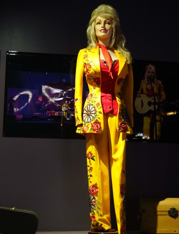 Dollywood_Costume